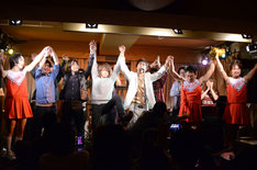 「AMEMIYA レコ発ワンマン2013『AMEふぇす』~歌ネタとマジ歌の祭典~」エンディングの様子。