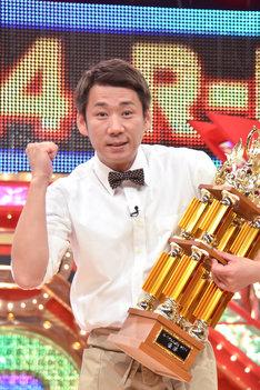 「東洋水産R-1ぐらんぷり2014」で優勝したやまもとまさみ。