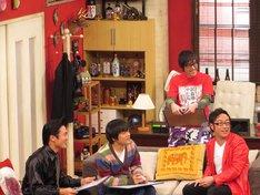 「ウレロ☆未体験少女」DVD豪華版用新作特典映像で大喜利を行ったウレロメンバー。
