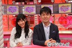 新番組「恋愛総選挙」のMCを務める土田晃之(右)、指原莉乃(左)。(c)フジテレビ