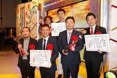 「第49回上方漫才大賞」大賞の笑い飯(左)、奨励賞のダイアン(右)、新人賞の学天即(奥)。(c)関西テレビ
