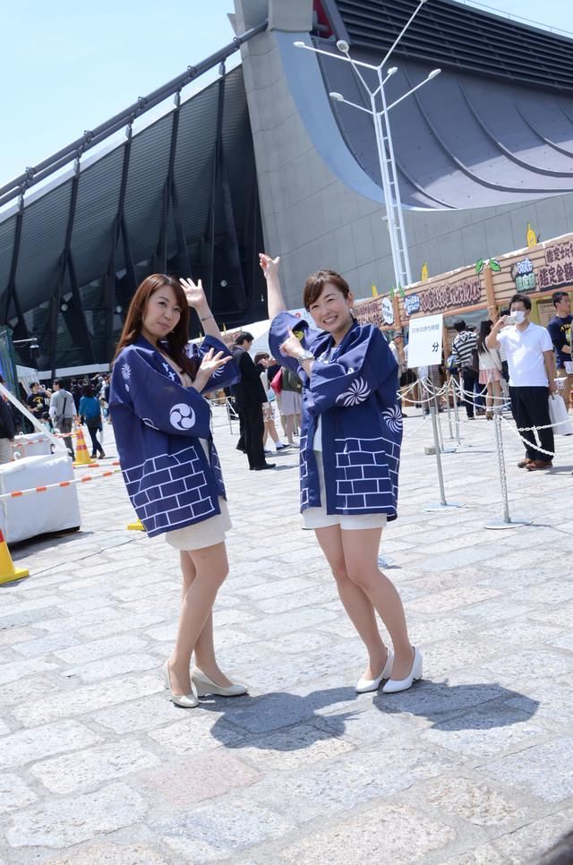 須黒アナと狩野アナ(左から)。