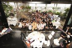 巨大クラッカーでRGの誕生日をお祝い。(c)河村正和