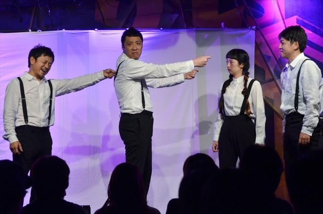 「セカンドシティジャパン デモンストレーションライブ」TeamAによる公演のワンシーン。