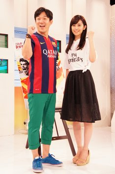 (左から)ペナルティ・ヒデ、久慈暁子。