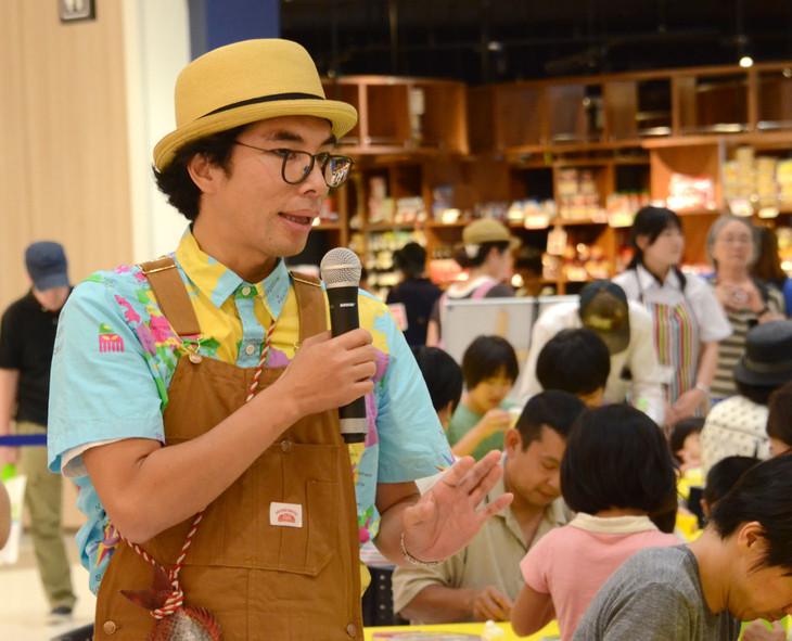 初めてねんど教室を開催した片桐仁。