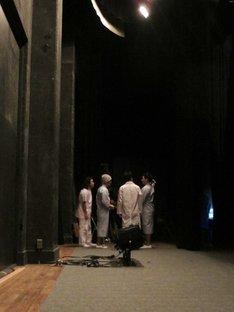 「田中が考え中 第3幕」初日開演直後の舞台裏。