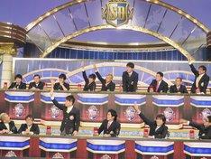 「クイズ!? 正解は出さないで」特別ルール「タカアンドトシ・トシをレンタル」に一斉に挙手する出演者たち。
