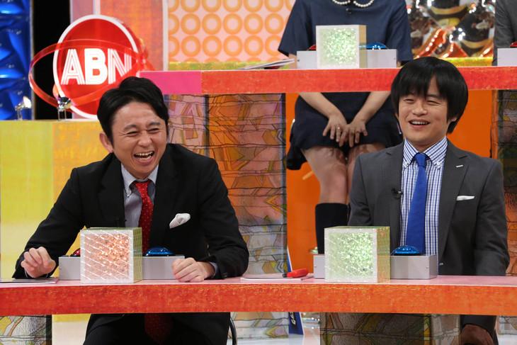 「有吉のバカだけど…ニュースはじめました」に出演する有吉弘行とバカリズム(左から)。(c)テレビ東京