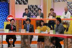 「有吉のバカだけど…ニュースはじめました」収録中のワンシーン。(c)テレビ東京