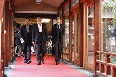 「京都国際映画祭」のオープニングセレモニーでレッドカーペットに登場した(左から)木村祐一、哀川翔、品川庄司・品川。