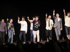 佐久間一行ライブ「くるっと2014」エンディングの様子。