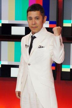 「時間がある人しか出れないTV」MCのナインティナイン岡村隆史。