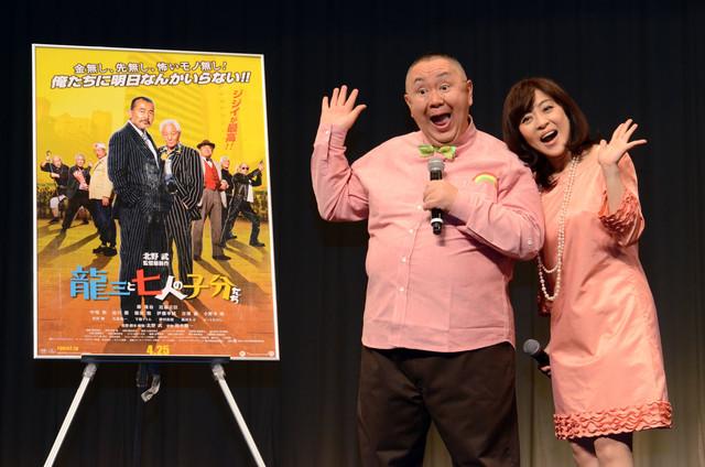 映画「龍三と七人の子分たち」の試写会付きトークショーに登場した松村と松本。