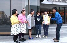 「笑神様は突然に… 人気キャラクター大集合スペシャル」に登場するチームおかずクラブ。 (c)日本テレビ