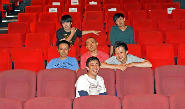 「円山町再開発」初日公演を終えた円山スクランブルエッグスのメンバー。