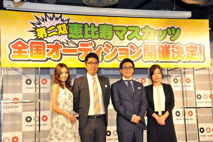 会見に出席した、希志あいの、おぎやはぎ、大久保佳代子(左から)。