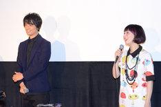 舞台挨拶に登壇した(左から)斎藤工、鳥居みゆき。