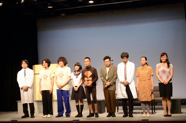 劇団かもめんたる第1回公演「Semi-nuida!」の出演者たち。
