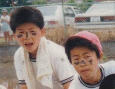 小学校時代のマツモトクラブとAR三兄弟の長男、川田十夢(左から)。