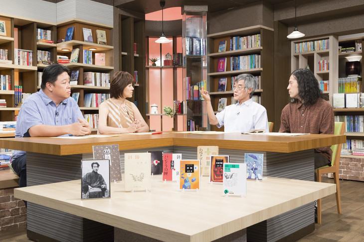 左から、伊集院光、武内陶子(NHKアナウンサー)、高橋源一郎、ピース又吉。(c)NHK