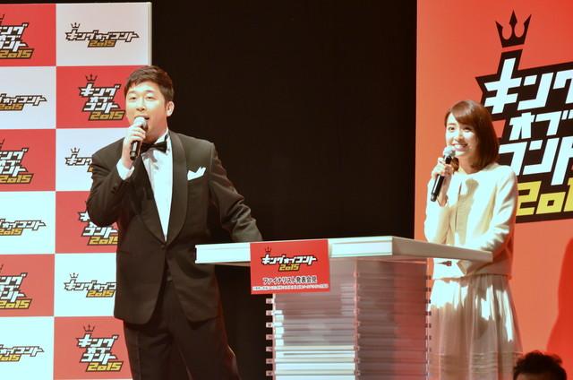 司会のあべこうじ(左)と佐藤渚TBSアナウンサー(右)。