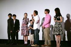 映画「内村さまぁ~ず THE MOVIE エンジェル」の公開初日舞台挨拶でのトーク中。