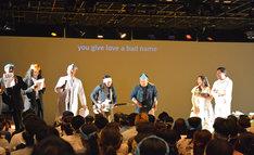 全員でBon Joviを歌う様子。
