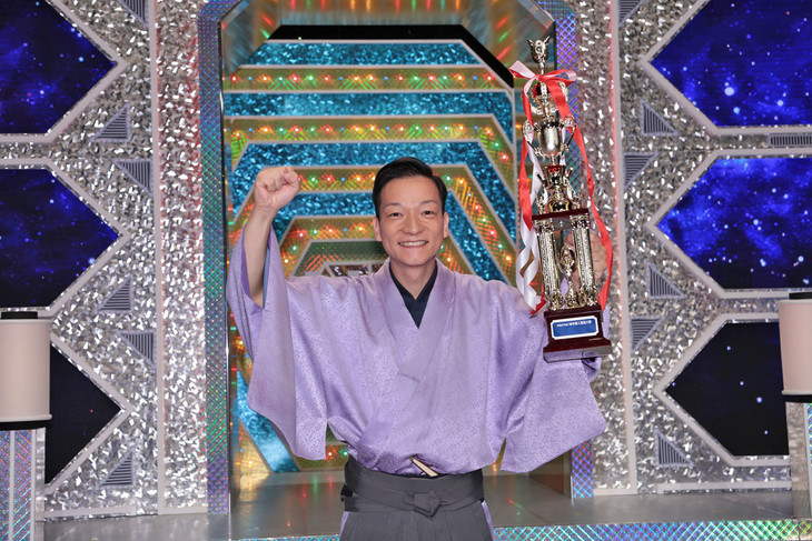 「平成27年度 NHK新人落語大賞」大賞を受賞した桂佐ん吉。(c)NHK