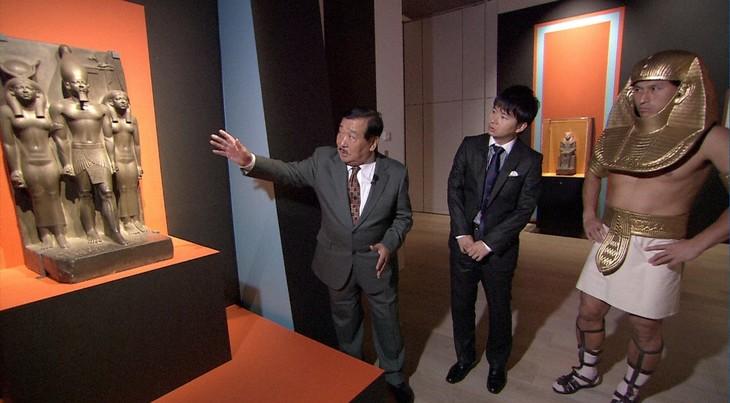 「黄金のファラオと巨大ピラミッド3000年の謎」に出演する(左から)吉村作治教授とオードリー。(c)TBS