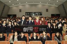 映画「劇場霊」の女子学生限定試写会イベントに出演した(中央左から)NON STYLE、ぺこ、りゅうちぇる。