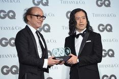 「GQ Men of the Year 2015」を受賞したピース又吉(右)。