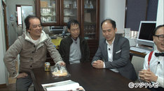 「バイキング」で里帰りするトレンディエンジェル斎藤(左から3人目)。