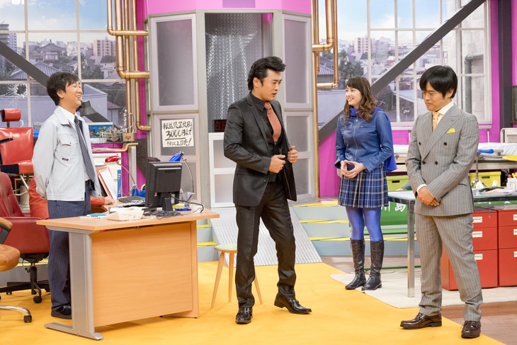 左から東京03飯塚、劇団ひとり、早見あかり、バカリズム。(c)「ウレロ☆無限大少女」製作委員会