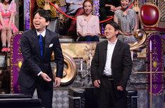 「有吉反省会」反省人の田中勝春(右)とMCの有吉弘行(左)。(c)日本テレビ