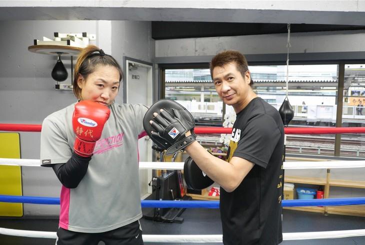 (左から)南海キャンディーズしずちゃん、山川豊。(c)BS朝日