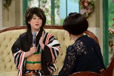 友近からのバトンを受け継ぐ形で「徹子の部屋」に登場する水谷千重子。(c)テレビ朝日