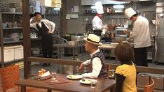 コント「丸見えキッチン」のワンシーン。(c)NHK