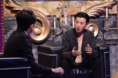 「有吉反省会」反省人の大浦龍宇一(右)とMCの有吉弘行(左)。(c)日本テレビ