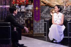 「有吉反省会」反省人の吉田真由子(右)とMCの有吉弘行(左)。(c)日本テレビ