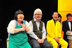 「THE舶来寄席2016」開催会見の様子。左から酒井藍、中川貴志、水玉れっぷう隊アキ。