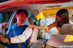 バカリズム脚本のオムニバスドラマ「桜坂近辺物語」に出演する(左から)原田泰造、柏木由紀。