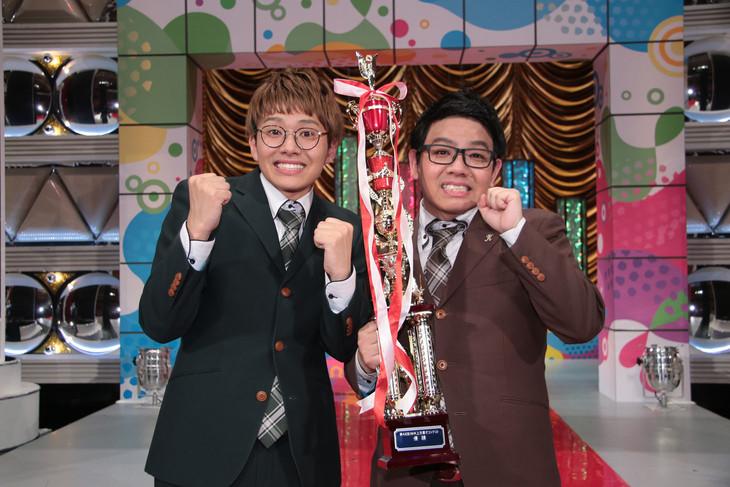 「第46回 NHK上方漫才コンテスト」で優勝を飾ったミキ。左が弟の亜生、右が兄の昴生。(c)NHK
