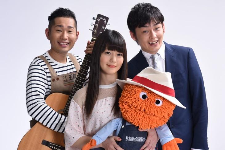 4月の番組リニューアルより「saku saku」にレギュラー出演する上々軍団と、7!!(セブンウップス)のNANAE(中央)。(c)tvk