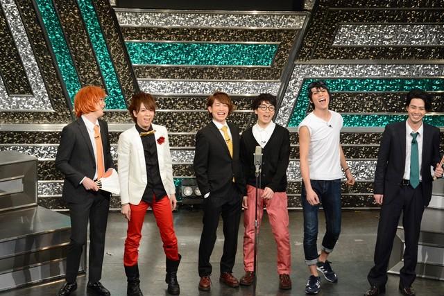 6人で漫才を行うJUNK∞TIONのメンバー。