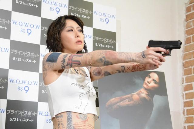 「ブラインドスポット タトゥーの女」のPR活動を行った鳥居みゆき。