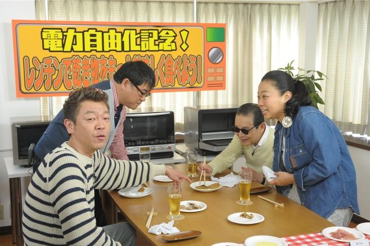 「タモリ倶楽部」の「レンチンで乾き物をもっと美味しく食べよう!」のワンシーン。(c)テレビ朝日