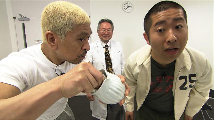 依頼主の松本人志(左)とハライチ澤部探偵(右)。(c)ABC