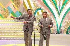 漫才を披露するオール阪神・巨人。(c)関西テレビ