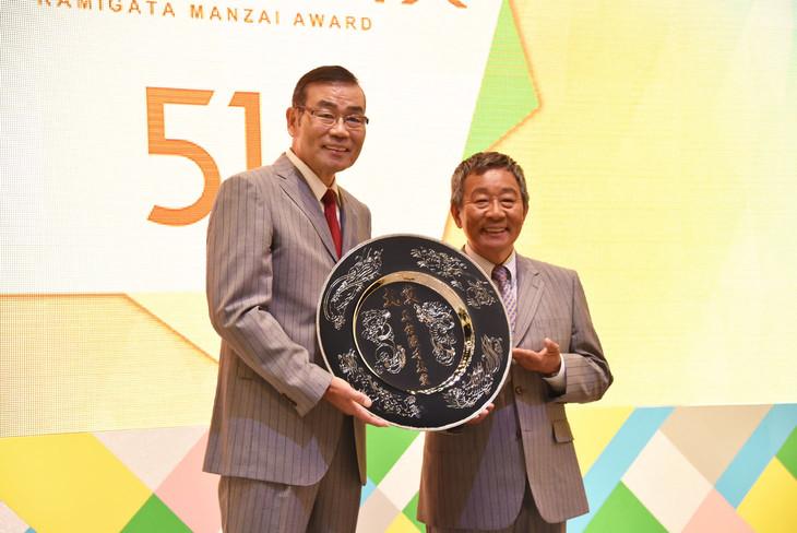 大賞を受賞したオール阪神・巨人。